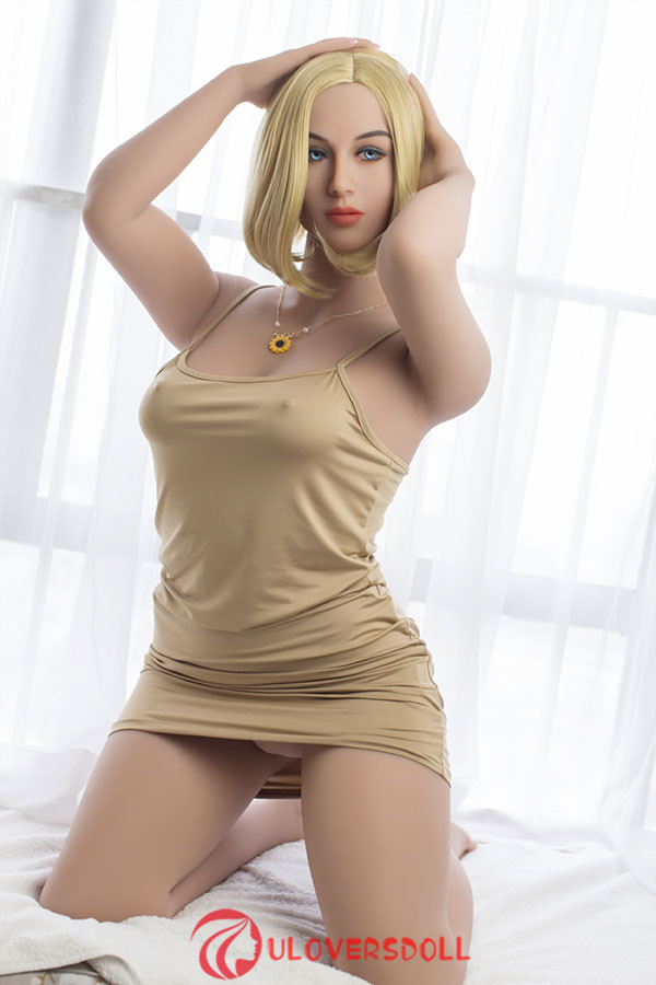 blond silicone sexe doll