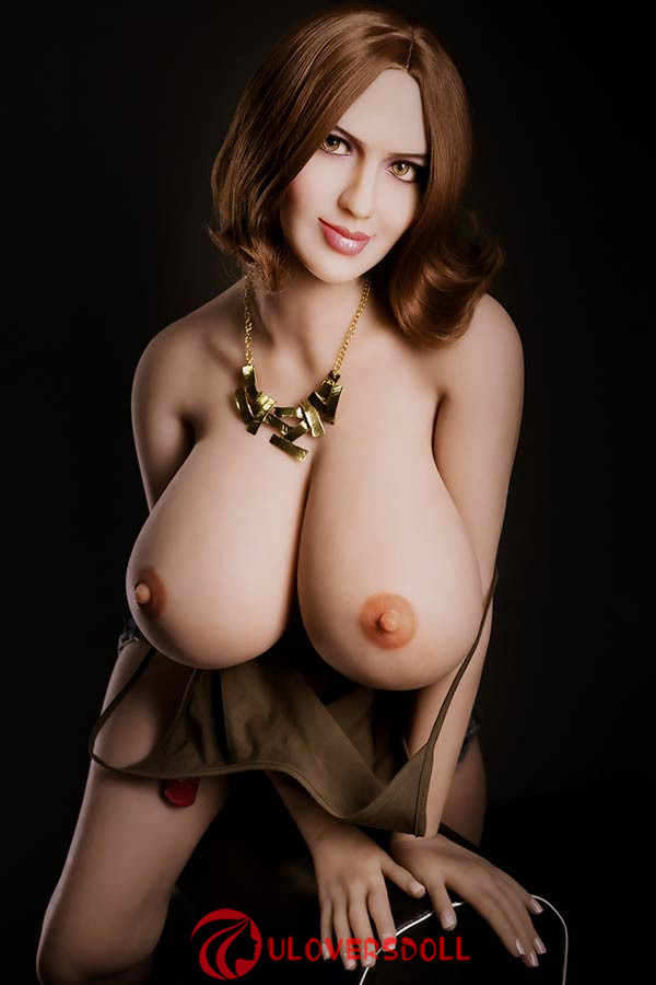 big-boobs sex doll